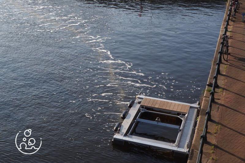 Según el programa piloto, la barrera era capaz de recoger el 86% de los plásticos que flotaban en la superficie del agua.