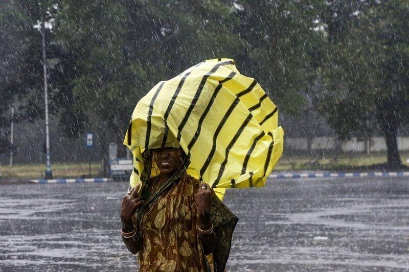 La tormenta tocó tierra desde el sábado y ya ha matado a más de 10 personas a pesar de que más de dos millones fueron evacuadas.