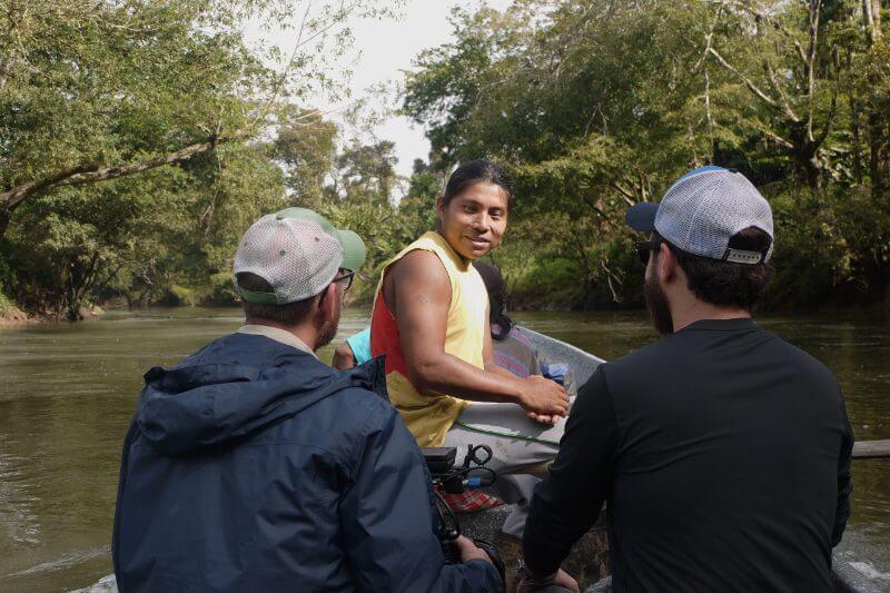 Este lider climático fusiona el cine y el periodismo para darle voz a las comunidades que están tomando acción ante la emergencia climática en Centroamérica.