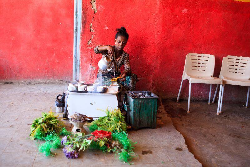 Más de 21,500 kenianos mueren cada año por cocinar con combustibles tradicionales como el carbón y la leña