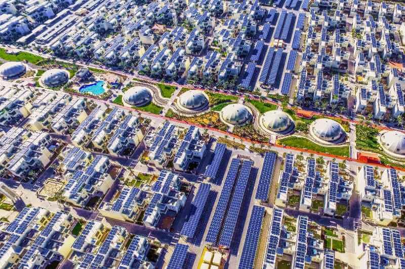 La ciudad pretende ser un asentamiento carbón neutro, produciendo toda la energía que necesita de fuentes renovables en el sitio.