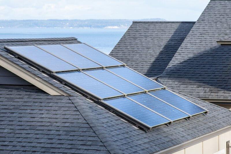 2020 el estado se convertirá en el primer estado de EE.UU. En requerir que casi todas las casas nuevas obtengan algo de energía solar.