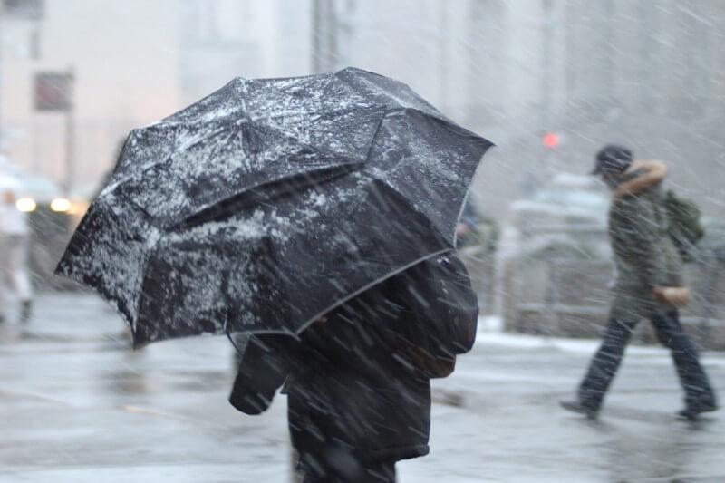 La explosión ártica, que comenzó en Siberia, ha traído fuertes nevadas y hielo a muchas áreas, llevando consigo bajas temperaturas récord.