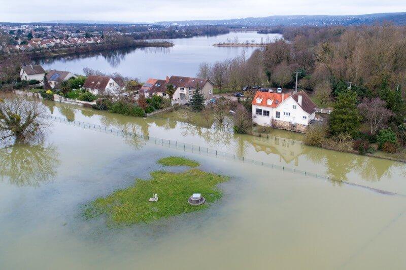 Estudio demuestra que la cantidad de personas amenazadas por las inundaciones se debe a que la tierra es varios pies más baja que lo que se había calculado.