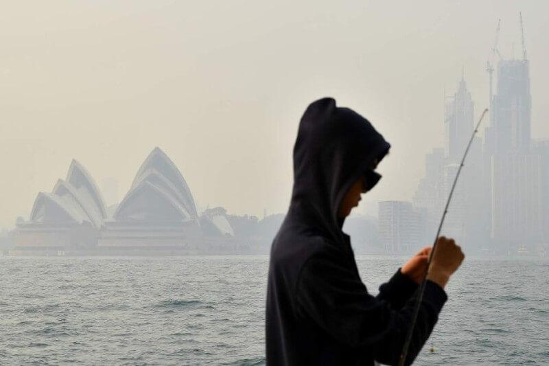 Según expertos, este nivel de contaminación del aire significa que todos, independientemente de su salud, deberían reducir la actividad física al aire libre.