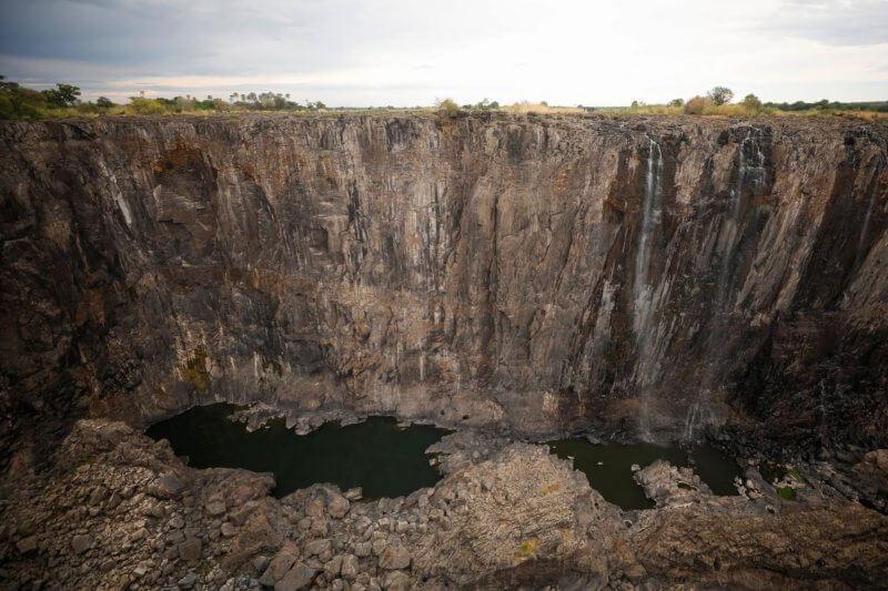 Zimbabue y Zambia permanecen en crisis a falta de energía hidroeléctrica y la falta demanda de turismo.