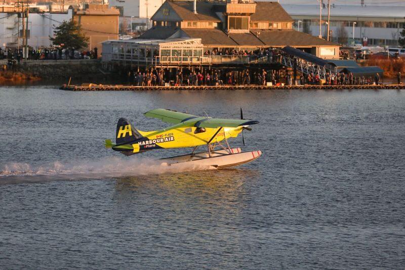 El hidroavión Harbour Air, con capacidad para seis personas, despegó cerca de Vancouver en Canadá y voló durante menos de 15 minutos.