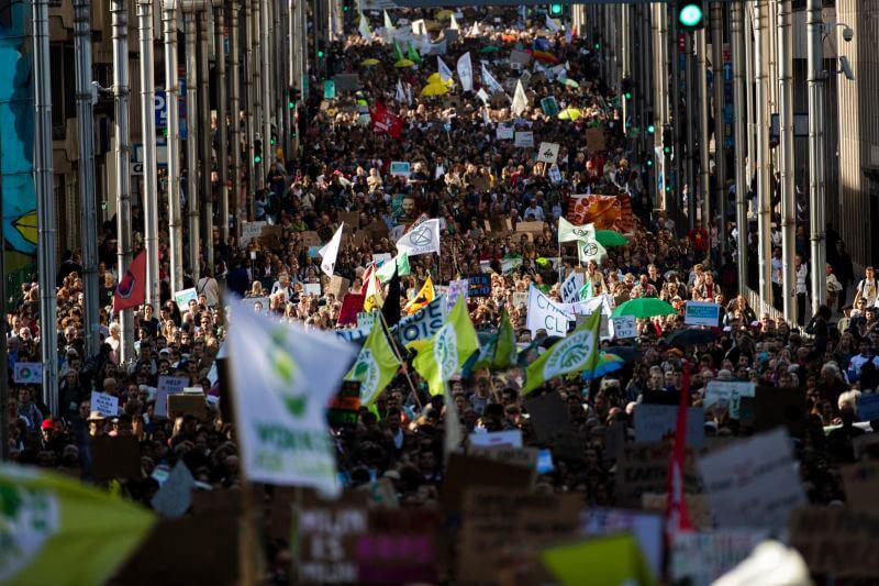 Protestas que paralizaron los centros de las ciudades: armados con advertencias de científicos, personas de todo el mundo arrastraron la emergencia climática.