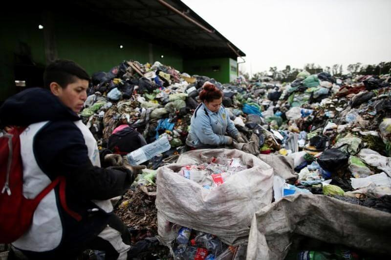 Aunque se mantenía la prohibición de importar basura, se flexibilizó la entrada de residuos que sean reciclados o recuperados para otros usos.
