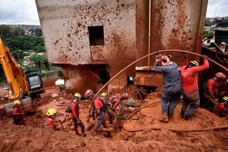En varios puntos del sudeste de Brasil, las persistentes lluvias de las últimas horas causaron inundaciones, deslizamientos de tierra y derrumbes.
