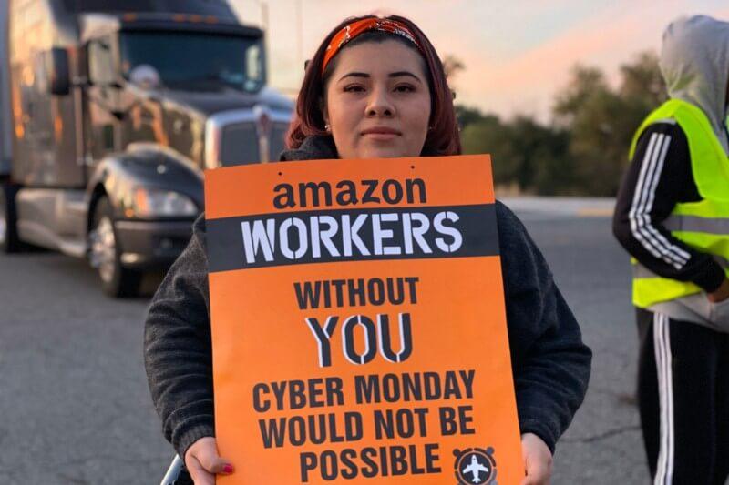 Los trabajadores apuntan que recibieron correos electrónicos donde se les advertía con ser despedidos si seguían hablando sobre los negocios de Amazon.