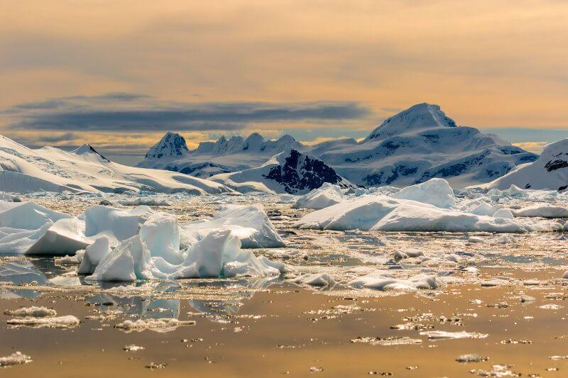 El extremo norte de la península Antártica batió su récord de calor al alcanzar los 18.3ºC, superando los 17.5ºC alcanzados el 24 marzo de 2015.
