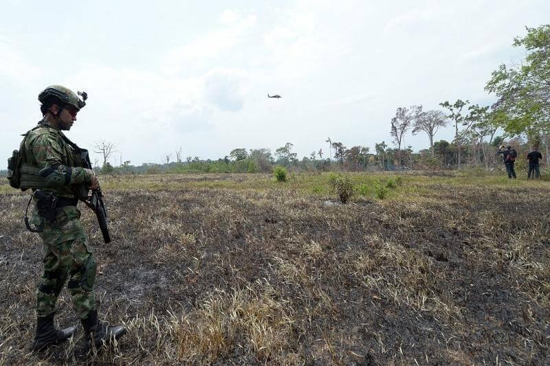 Intensificarán operaciones contra grupos armados ilegales como las disidencias de las FARC que buscan deforestarlos con incendios para siembras clandestinas. - Foto por Ejército Nacional