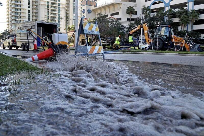 El envejecido sistema de alcantarillado de la ciudad se rompió seis veces en diciembre y vertió 126.9 millones de galones de aguas residuales.