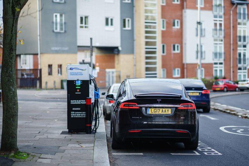 Este paso equivale a una victoria para los autos eléctricos que, si se copia a nivel mundial, podría afectar la riqueza de los productores de petróleo.