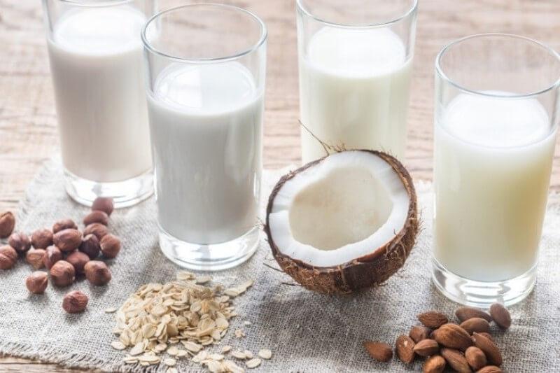 Un vaso de leche láctea produce casi tres veces más gases de efecto invernadero que cualquiera de origen vegetal, pero estas también tienen inconvenientes.