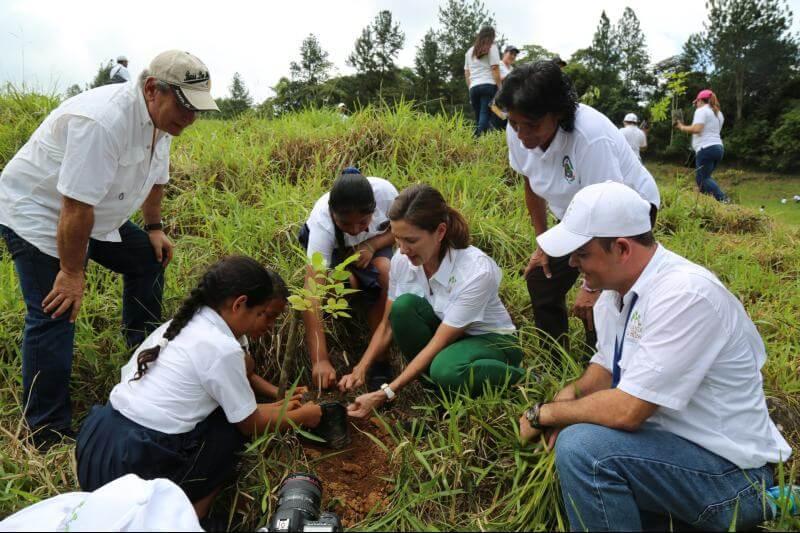 Mirei es la fundadora del Ministerio de Medio ambiente en Panamá, así como ha impulsado distintas campañas para transformar al país con una visión sostenible.