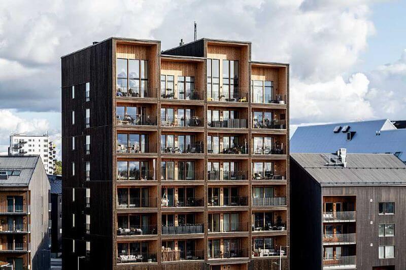 el emblemático edificio se eleva 8.5 pisos de altura y ha sido construido casi en su totalidad con madera laminada.
