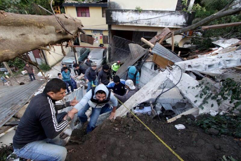 Terremotos, huracanes, tormentas y erupciones volcánicas marcan la historia de los desastres naturales en Guatemala.