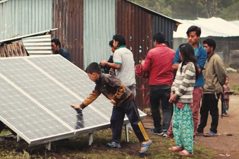 Givepower nación de SolarCity, una organización independiente cuya misión es llevar la energía solar a zonas del mundo sin acceso a la electricidad.