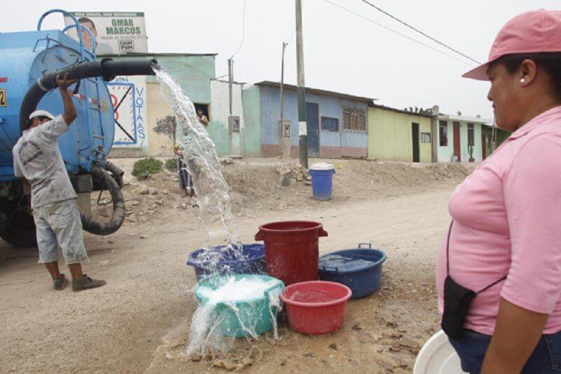 Entre 7 y 8 millones de peruanos no tienen acceso al agua potable, cifra que representa el 22.3% de la población total de Perú.