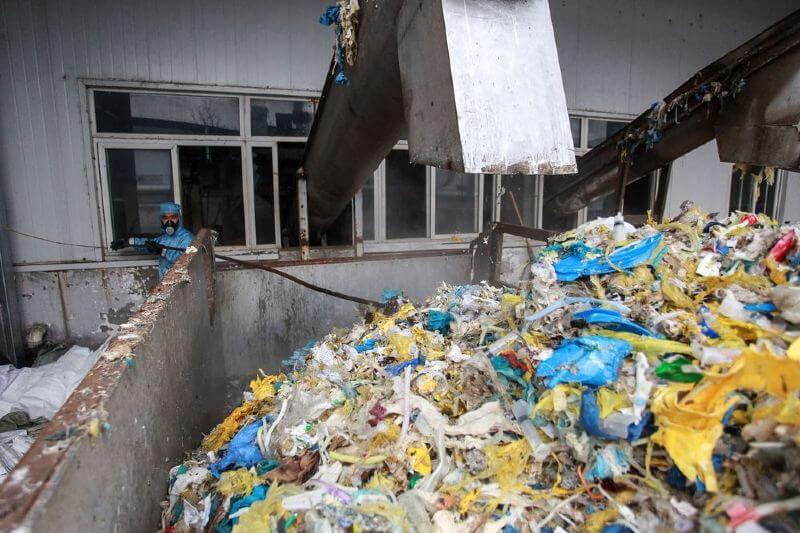 Desechos por coronavirus contaminan al medio ambiente