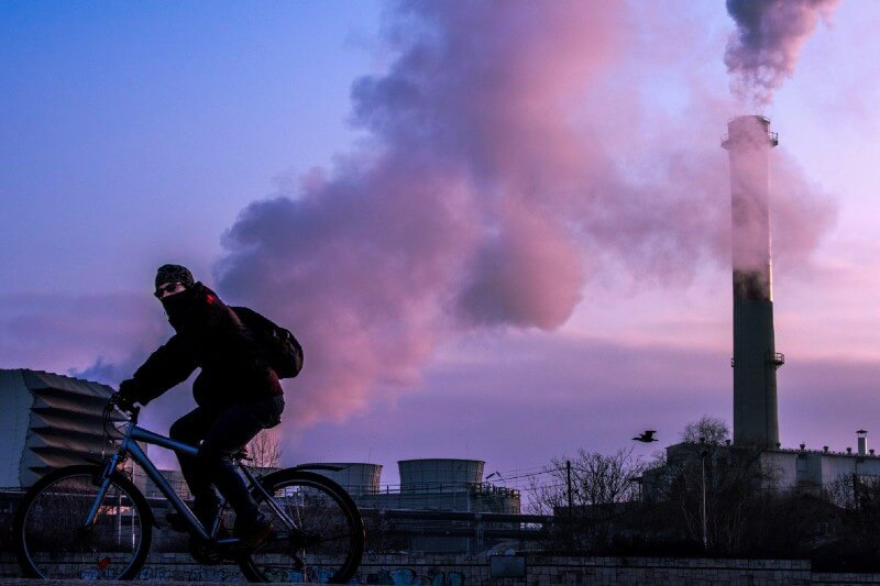 Detectan coronavirus en partículas de contaminación del aire