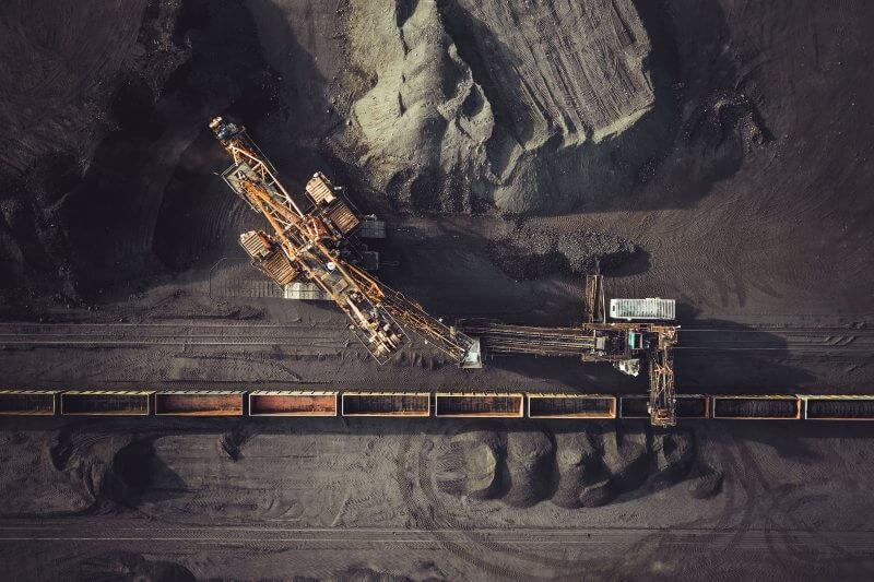 Fondo de riquezas de Noruega quiere descartar a empresas que le apuesten al carbón