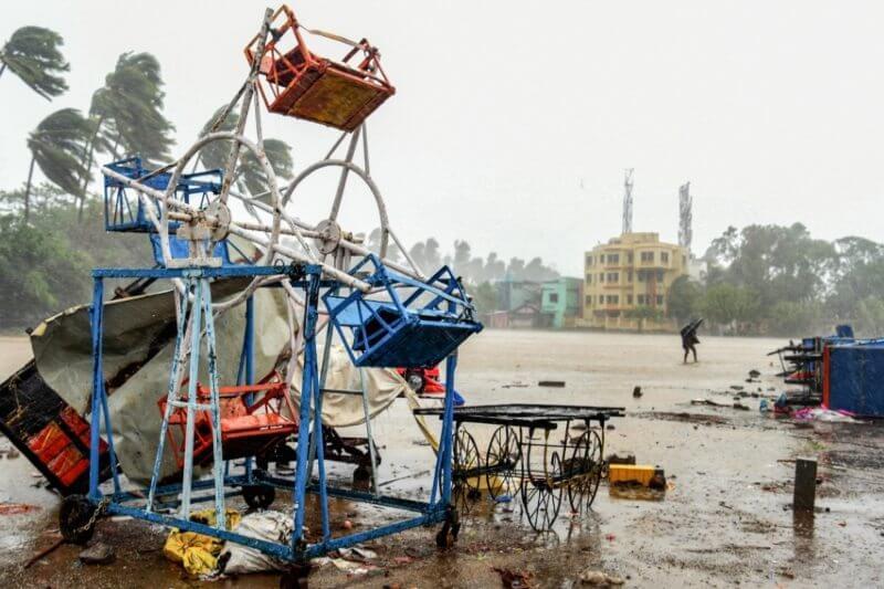 Ciclón Nisarga golpea Mumbai en India