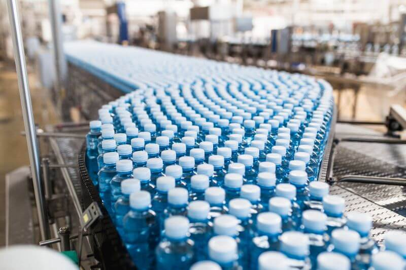 Compañías no están reduciendo el uso del plástico