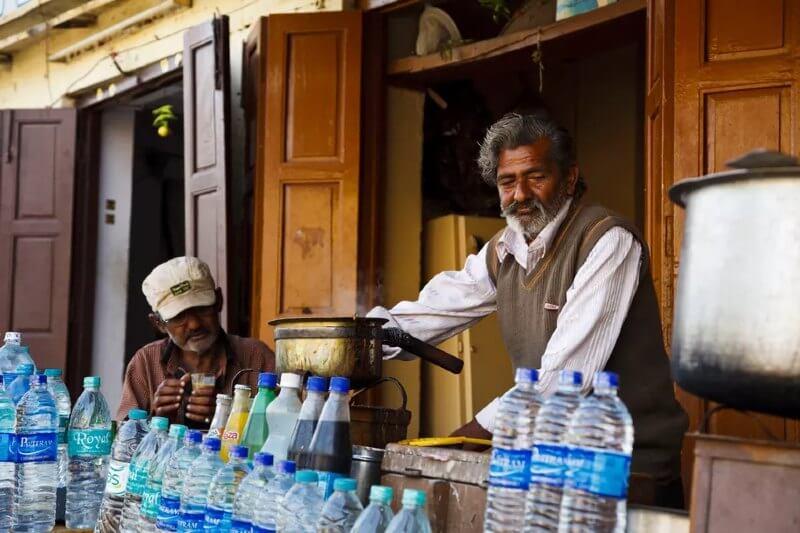 Urge mejorar el suministro de agua en países pobres para evitar el uso de plástico