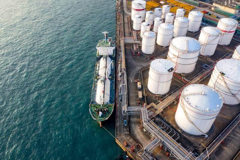Petroleras recortan su presupuesto de extracciones