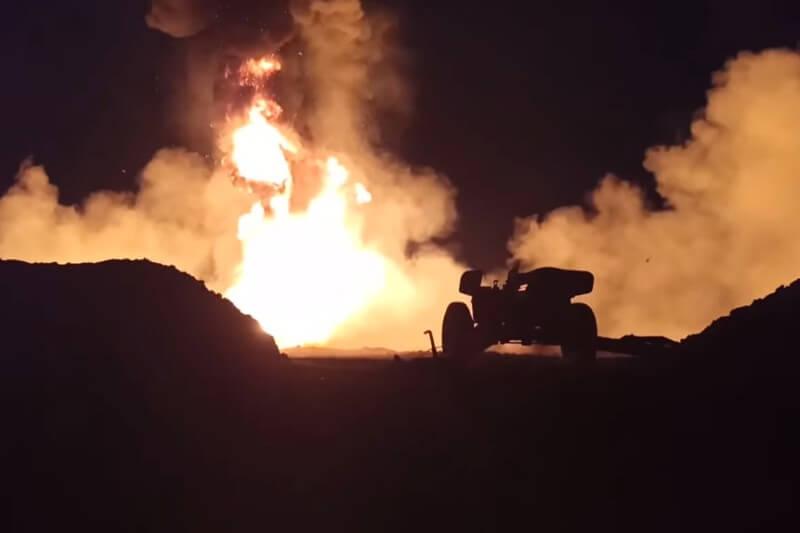 Rusia intenta apagar incendio en pozo de petróleo con proyectiles antitanque