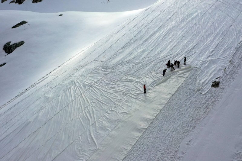 Cubren glaciar para evitar que se derrita