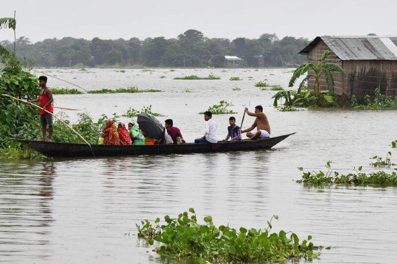 Más de un millón desplazados por inundaciones en India