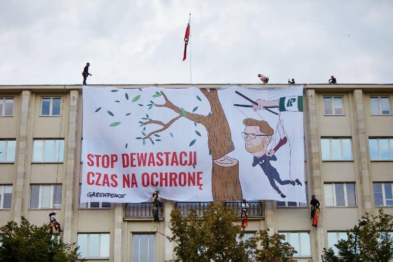 Activistas en Polonia protestan por la protección de sus bosques