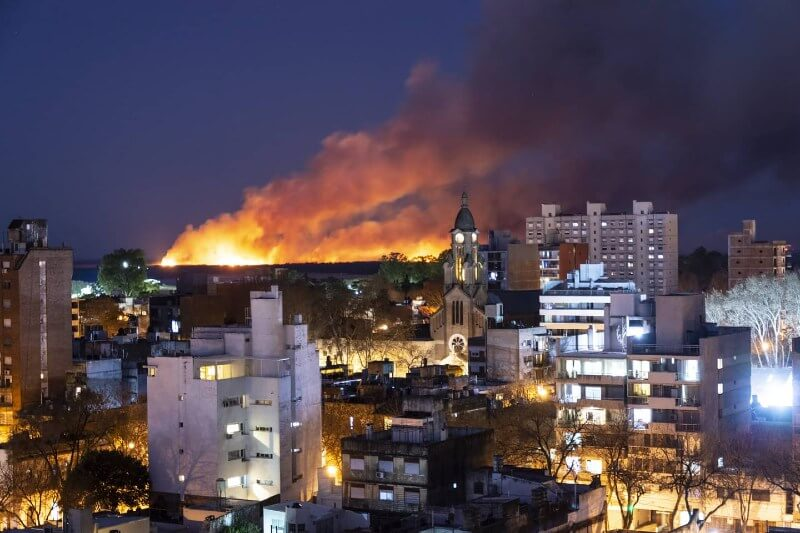 Incendios en las islas de Paraná causan problemas respiratorios al menos a 50 personas por día