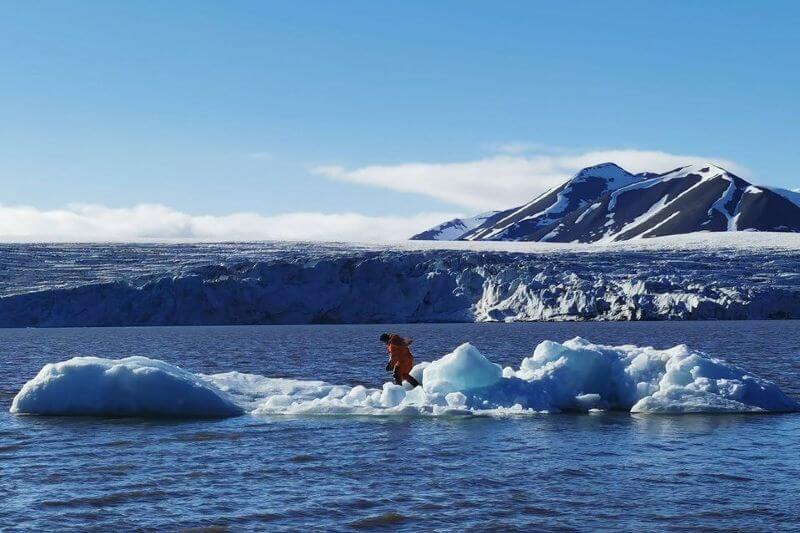 Agua de iceberg embotellada, un lujo contaminante