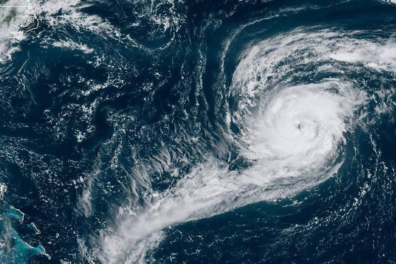 Huracán Paulette regresa como tormenta tropical