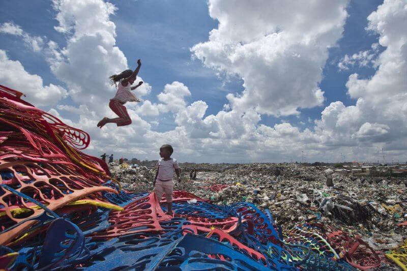 Petroleras quieren tirar plásticos en áfrica