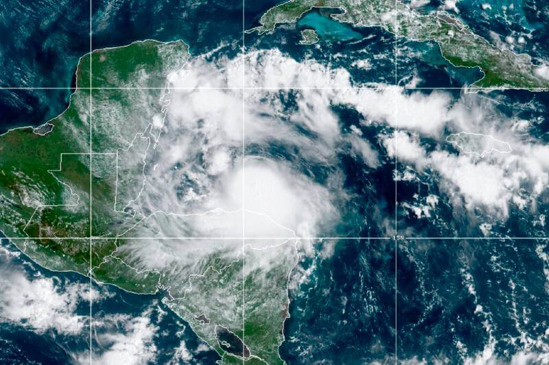 Tormenta Nana pasa por Belice y Guatemala