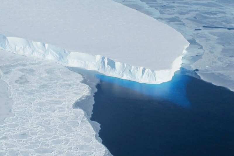 Corrientes de agua caliente debajo de glaciar