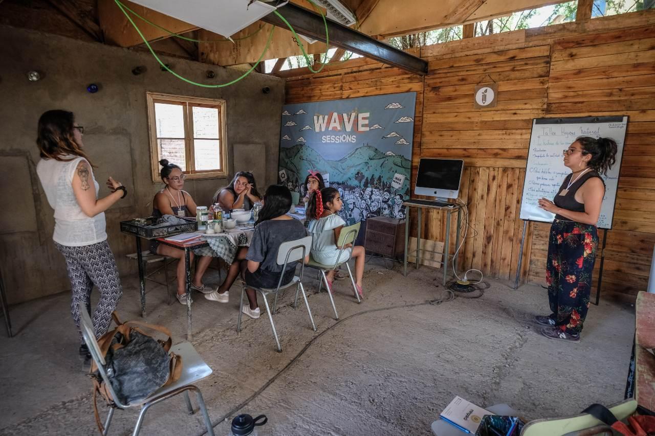 Talleres de eco-educación en las comunidades. - Foto por Mingako