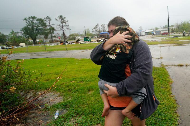 Huracán delta deja más de 500 mil hogares sin electricidad