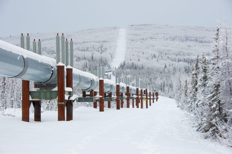 Petroleras intentan enfriar el suelo ártico para seguir extrayendo
