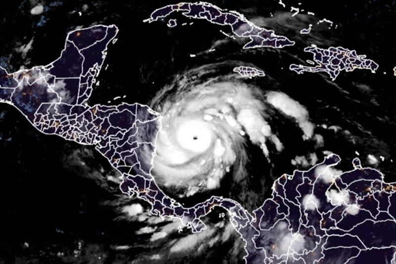 Huracán Iota amenaza Centroamérica