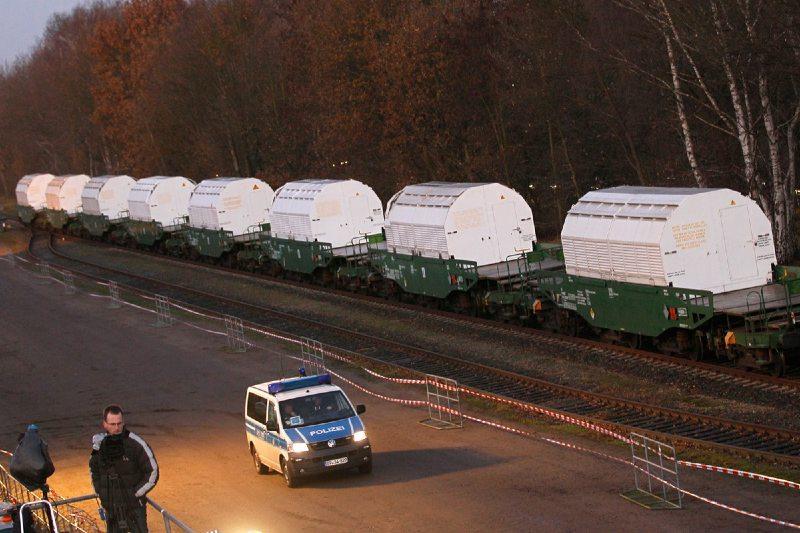 Tren alemán con residuos nucleares llega a su destino a pesar de protestas ambientalistas
