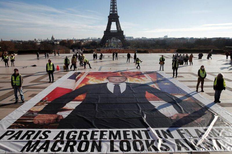 Activistas en París exigen acción climática
