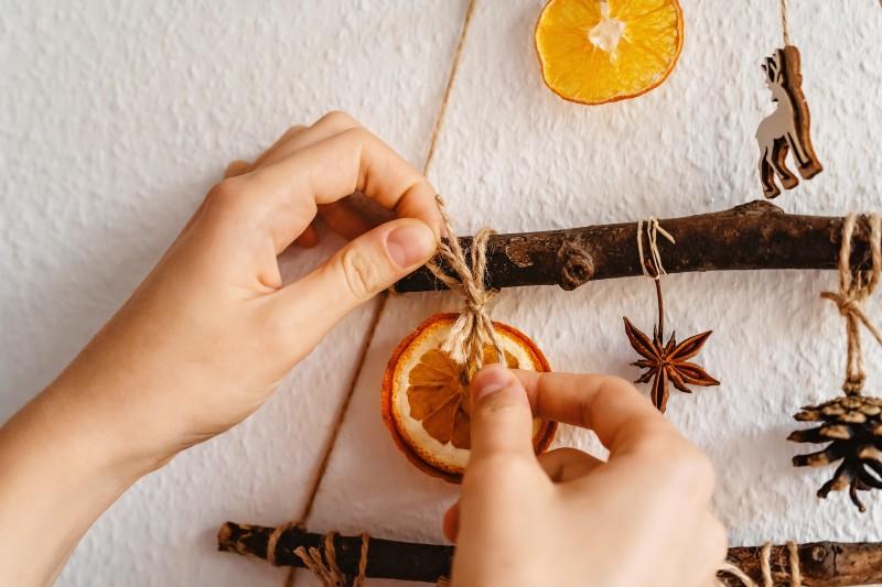 Ideas para decorar un árbol de navidad sostenible