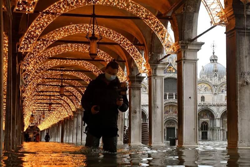 Venecia vuelve a inundarse por fallo de barreras